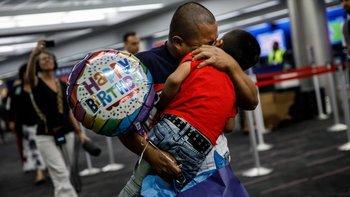 Más de 1.900 niños han sido reunidos con sus padres de los 2.550 que el gobierno separó entre abril y junio.