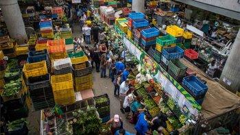 Analistas advierten que el aumento del salario mínimo elevará el nivel de precio de los productos.