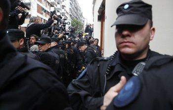"<p class=""MsoNormal"">La PFA allanó la casa de la expresidenta y senadora Cristina Fernández.</p><div><br></div>"