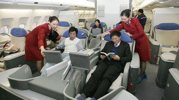 Según los analistas, las grandes líneas aéreas de China han invertido para ofrecer servicios equiparables a los de las mejores compañías occidentales.