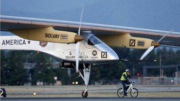Algunas empresas también realizan pruebas de aviones alimentados por energía solar.