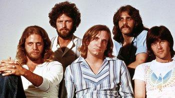 El disco de Grandes Éxitos de The Eagles va vendiendo 38 millones de copias en EE.UU., mientras que nullThrillernull de Michael Jackson, va 33 millones.