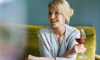 Tomar una copa de vino al día no es un hábito saludable, dice uno de los estudios más completos realizados hasta ahora sobre el consumo de alcohol.