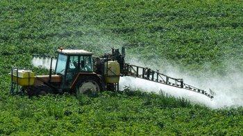 El glifosato es usado a través de diversas marcas comerciales en los cultivos alrededor del mundo para el control de maleza.