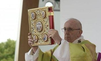 El papa Francisco en la misa que celebró en Dublín este domingo<br>