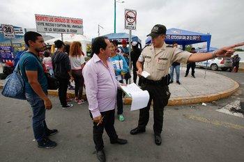 Para los habitantes de Huaquillas, ciudad fronteriza de Ecuador, ya es común ver centenares de venezolanos pasando por el lugar.