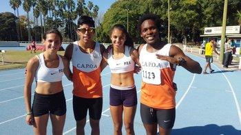 Yamila Pereyra, la tercera desde la izquierda, con la posta de CAPOA