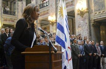 Déborah Rodríguez, abanderada de Uruguay