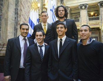 La selección de canotaje con el presidente de la Federación, Sebastián Gómez (abajo izquierda)