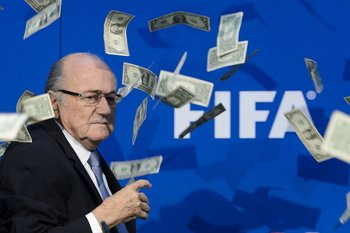 Joseph Blatter sigue sumando sanciones de la FIFA