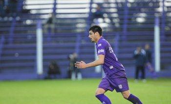 Guillermo De los Santos terminó lesionado en la rodilla
