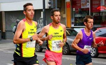 Los hermanos Cuestas -de amarillo- corrieron juntos en Buenos Aires