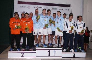 El equipo uruguayo en lo más alto del podio