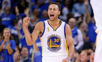 Stephen Curry tuvo un gran debut en la temporada 2015/16