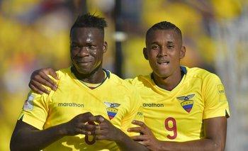 Felipe Caicedo y Fidel Martínez le anotaron los goles del triunfo a Uruguay