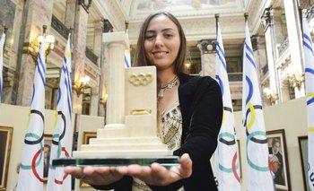 """Dolores """"Lola"""" Moreira con su altar olímpico"""