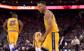 Curry logró otra marca con los Warriors