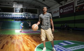 Shaquille Johnson en el gimnasio de Urunday Universitario
