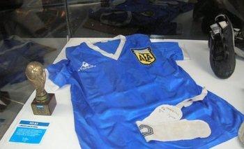 Una de las camisetas que reclama Maradona