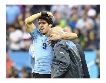 Su emotivo festejo con Walter Ferreira tras marcarle a Inglaterra en Brasil 2014