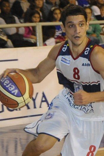 Marcos Cabot, goleador de Sporting<br>