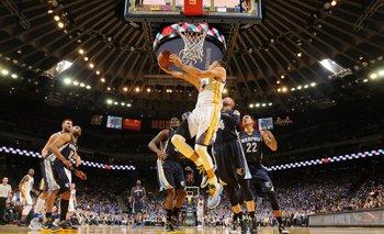 Curry anotó 46 puntos en la noche de la victoria 73