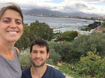 Bruno Fitipaldo y su novia en Sicilia