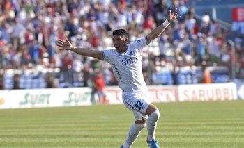 Alfonso Espino celebra su golazo