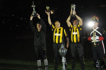 Con Eduardo Pereira y el Inido Olivera, campeones de América en 1987 y 1982 respectivamente. Fue en la fiesta de los 120 años del club.<br>