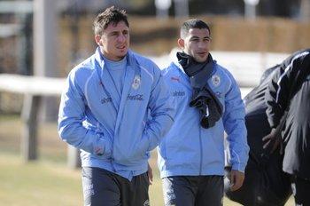 Cristian Rodríguez y Walter Gargano, dos de los nombres que maneja Peñarol<br>
