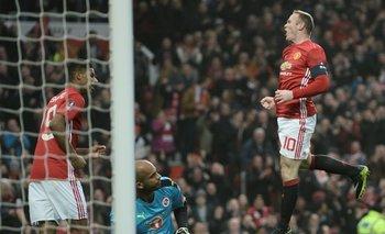Wayne Rooney celebra el gol ante Reading, con el que igualó a Bobby Charlton como máximo goleador de Manchester United<br>