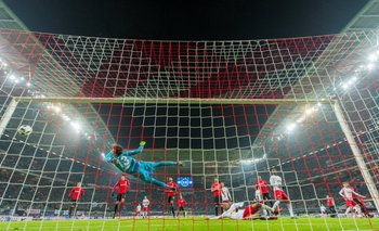 El RasenBallsport goleò 3-0 a Eintracht Francfort, en Leipzig y sigue escolta de Bayern Múnich