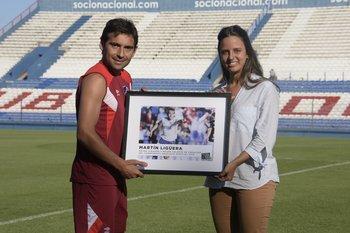Martín Ligüera recibe el premio a Mejor Jugador de la temporada 2015-2016 de Fútbolx100