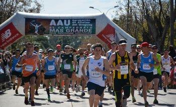 La Agrupación de Atletas del Uruguay recorre barrios de Montevideo y ciudades del interior.