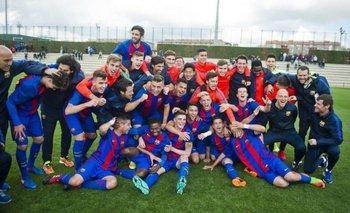 El festejo de Santiago Bueno con Barcelona por el título