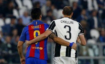 La imagen de Juventus-Barcelona: el abrazo de Suárez y Chiellini