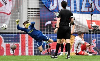 El soprendente RB Leipzig goleó 4-0 a Wolfsburgo y se afianza en el segundo lugar de la Bundesliga<br>