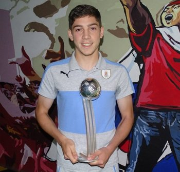 Federico Valverde fue premiado con el Balón de Plata del Mundial