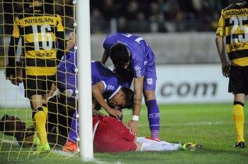 El meta Guillermo Reyes evita un gol de Peñarol<br>