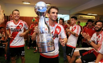 Iván Alonso con la Copa Argentina