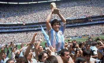 Diego Maradona, nombrado como el más grande de todos los tiempos.