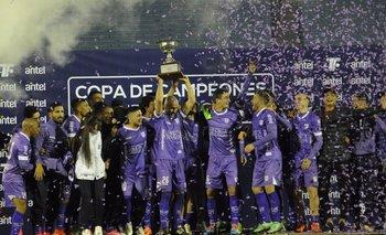 Defensor Sporting levantó otra copa