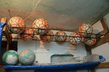 Las pelotas que donó Matías Vecino para los palermitanos<br>