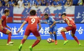 Tevez en acción en el fútbol chino