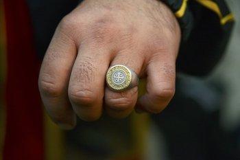 El anillo que Mario Leguizamón le regaló en una comida <br>