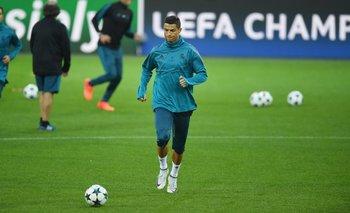 Cristiano Ronaldo en el césped del Signal Iduna Park
