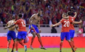 El festejo de Costa Rica tras el gol de Kendall Waston