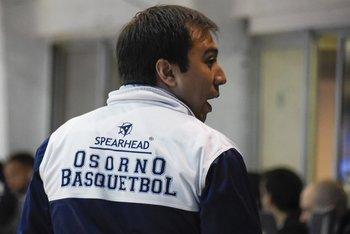 Rodrigo Isbej, entrenador de Osorno