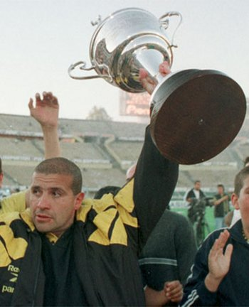 Julio Ribas fue el último técnico en ganar en lo internacional por cinco goles antes de Larriera