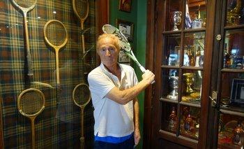A sus 80 años Richard Wells anima el Montevideo Open Squash.